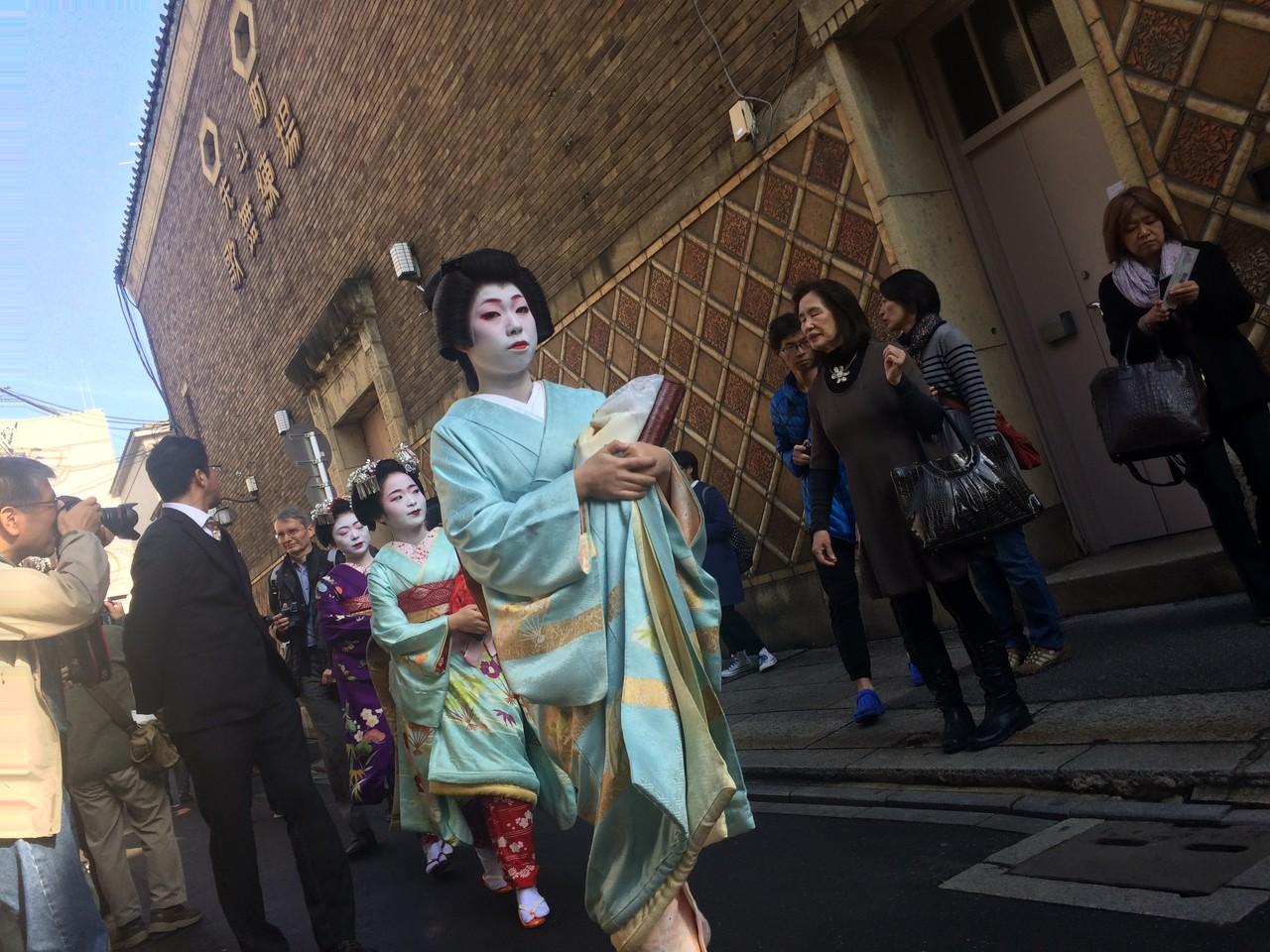Geisha On My Phone