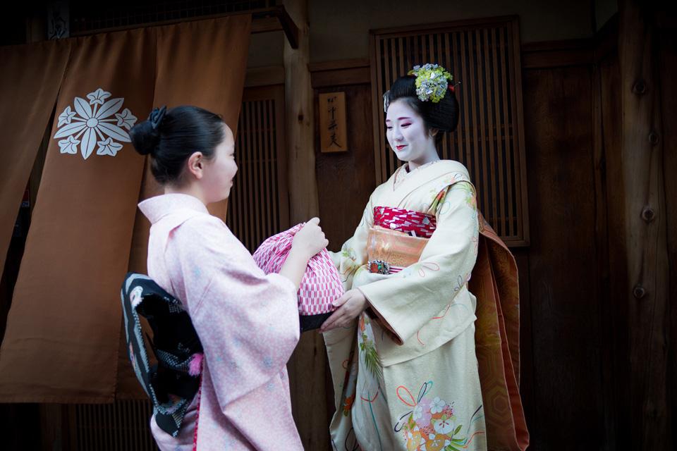 Behind the Mask Geisha photo shooting
