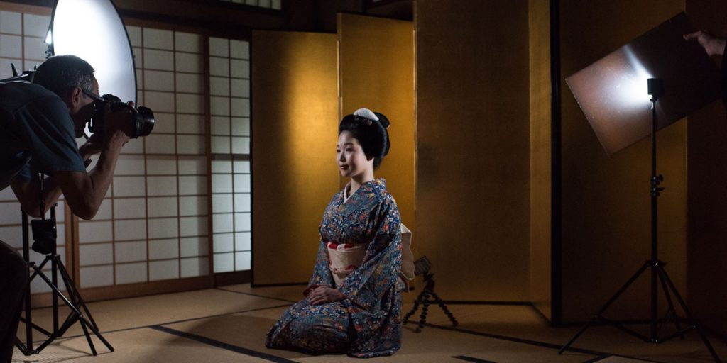 EYExplore Kyoto Photo Tour & Workshop - Photographing a geisha in Kyoto during our Behind the Mask photography workshop