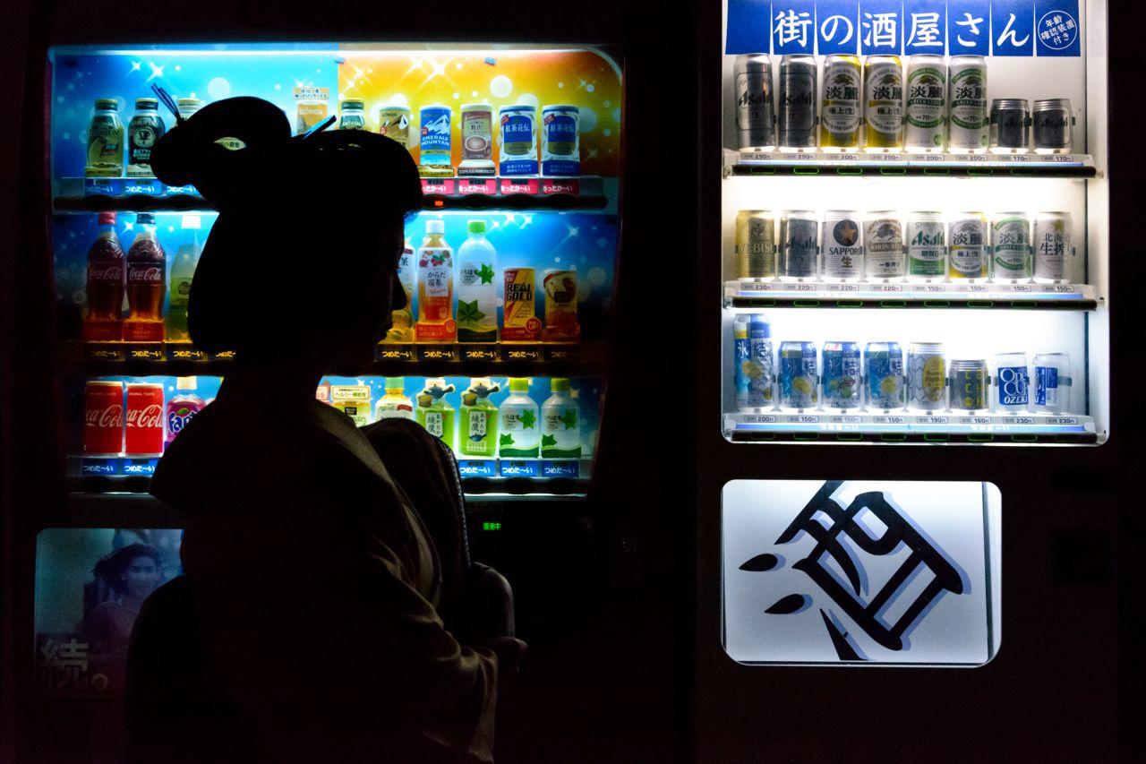 Geisha meets vending machine