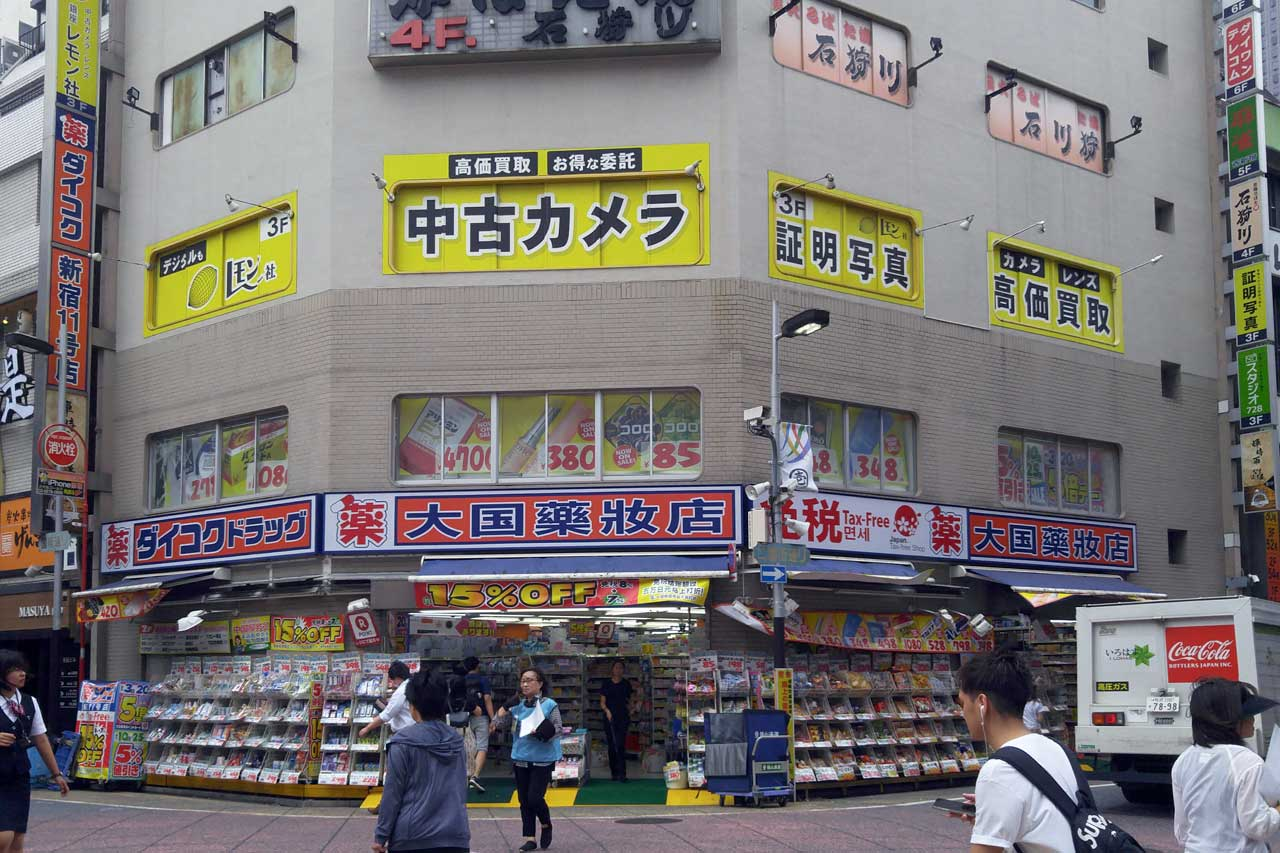 Lemon Used Camera storefront located on the 3rd Floor - Used camera store in Shinjuku, Tokyo - EYExplore