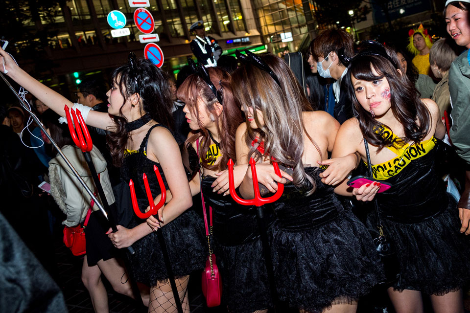 Girls night out, Tokyo Halloween style. - EYExplore