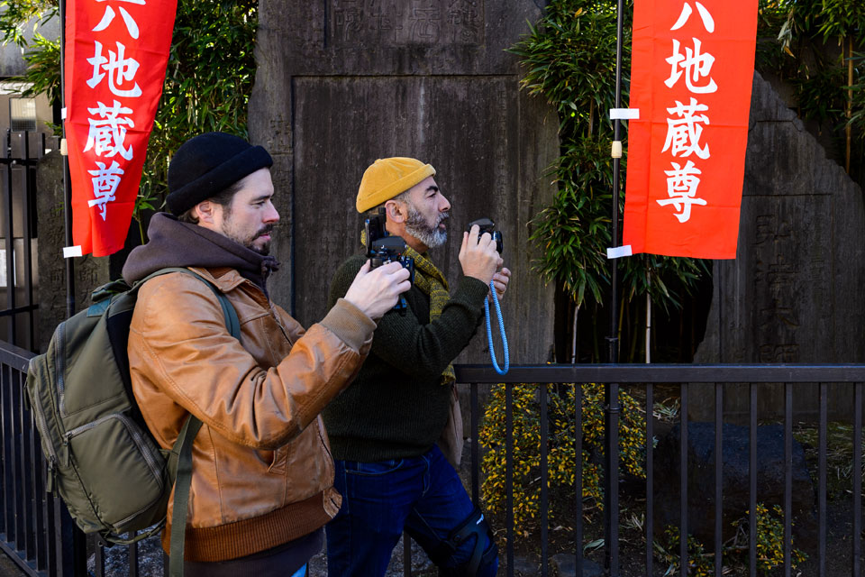 Stéphane and his student working with film cameras in Sugamo, one of Tokyo's old school residential neighborhoods.