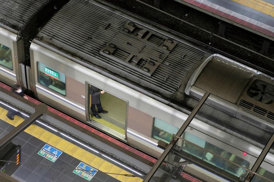 Osaka Rebooted - Umeda Train Legs - EYExplore