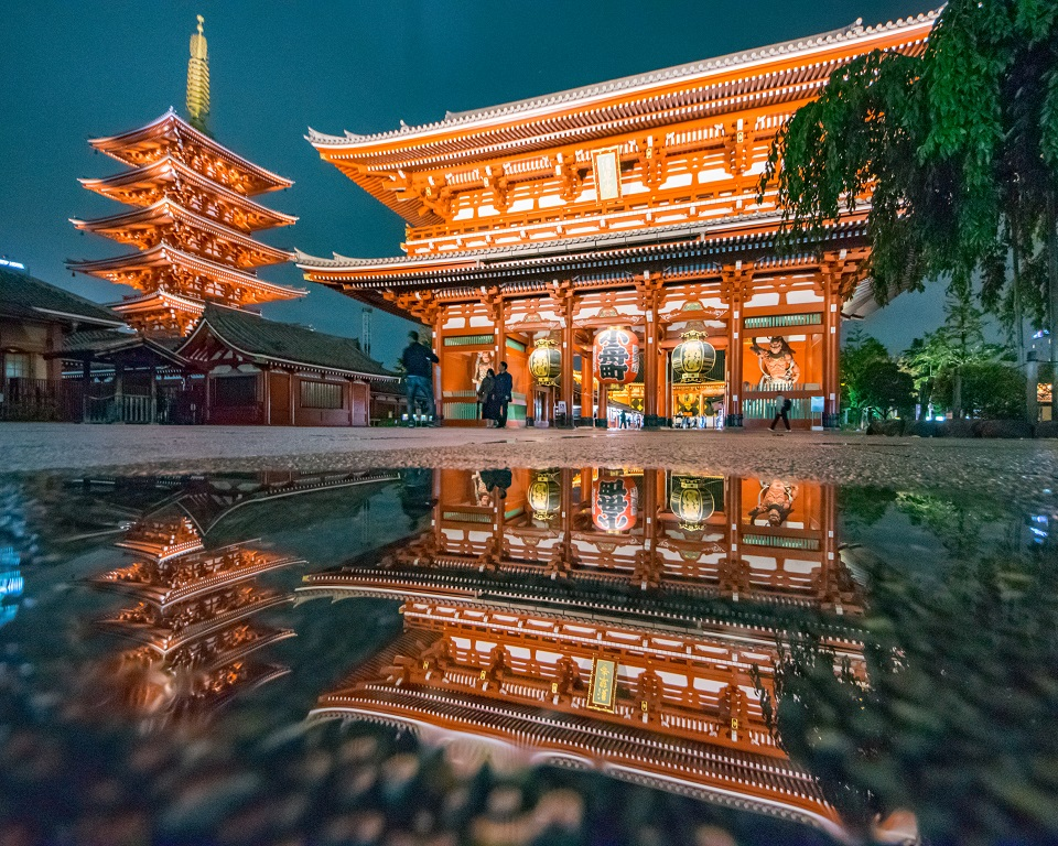 Top 5 Places for Photography in Tokyo - Asakasa Sensoji After Rain - EYExplore