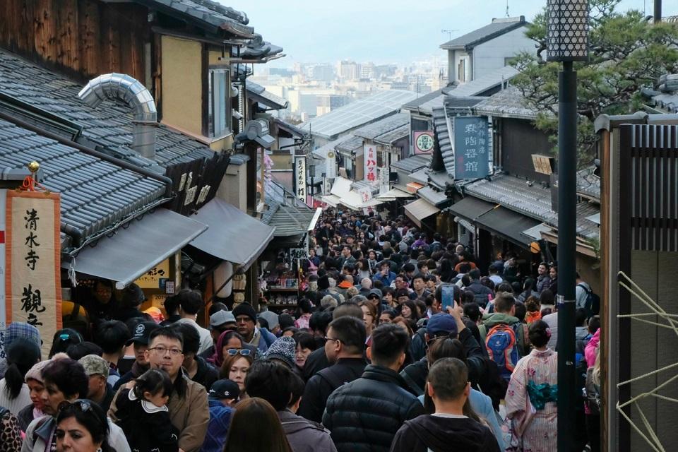 Kyoto's Finest: Cherry Blossom Season - EYExplore - A cherry blossom season crowd on Matsubara Street leading up to Kiyomizu Dera Temple.