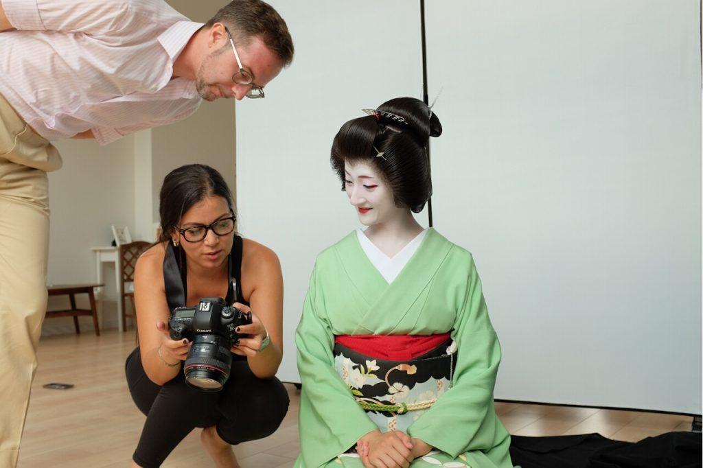 Behind The Mask Geisha Pro Photo Shoot-Axel and Safaa talk with geiko Masaki.