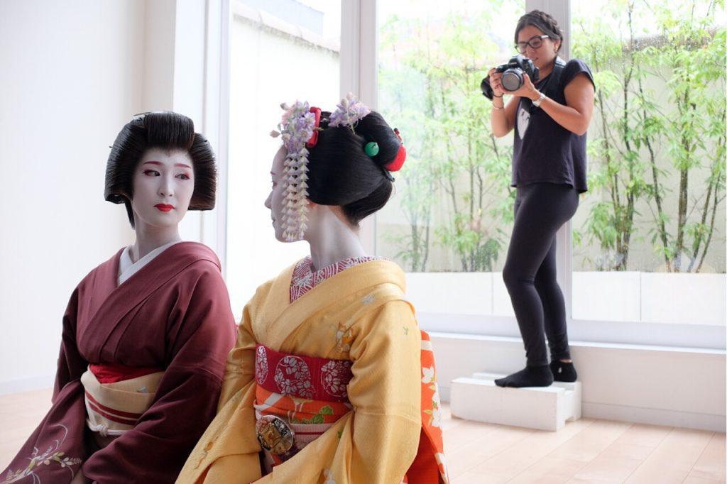 Behind The Mask Geisha Pro Photo Shoot-Safaa checks the photos while Kanowaka and Kanohisa pose.
