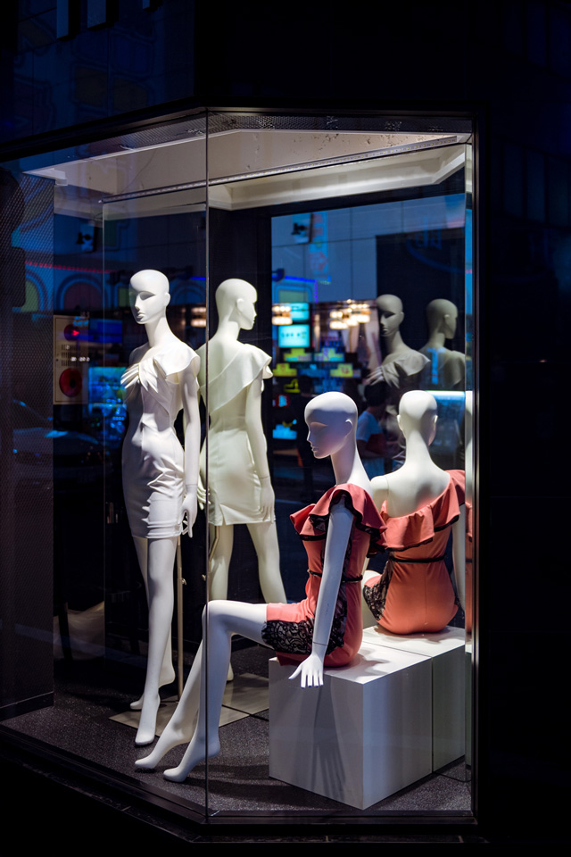 Mannequins... or androids? — 40mm, f/2.8, 1/250, ISO-720