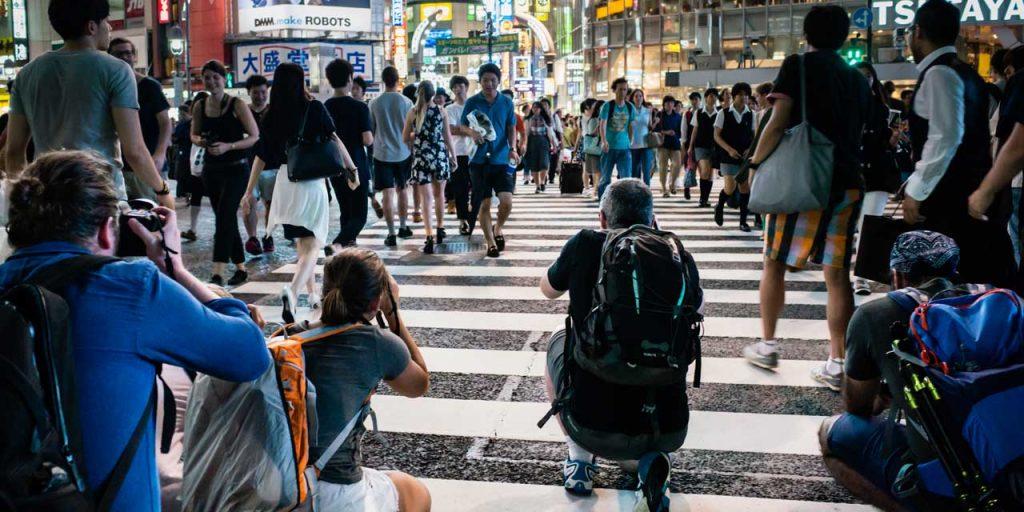東京夜行ワークショップでの渋谷スクランブル交差点に突撃するフォトグラファーたちの様子