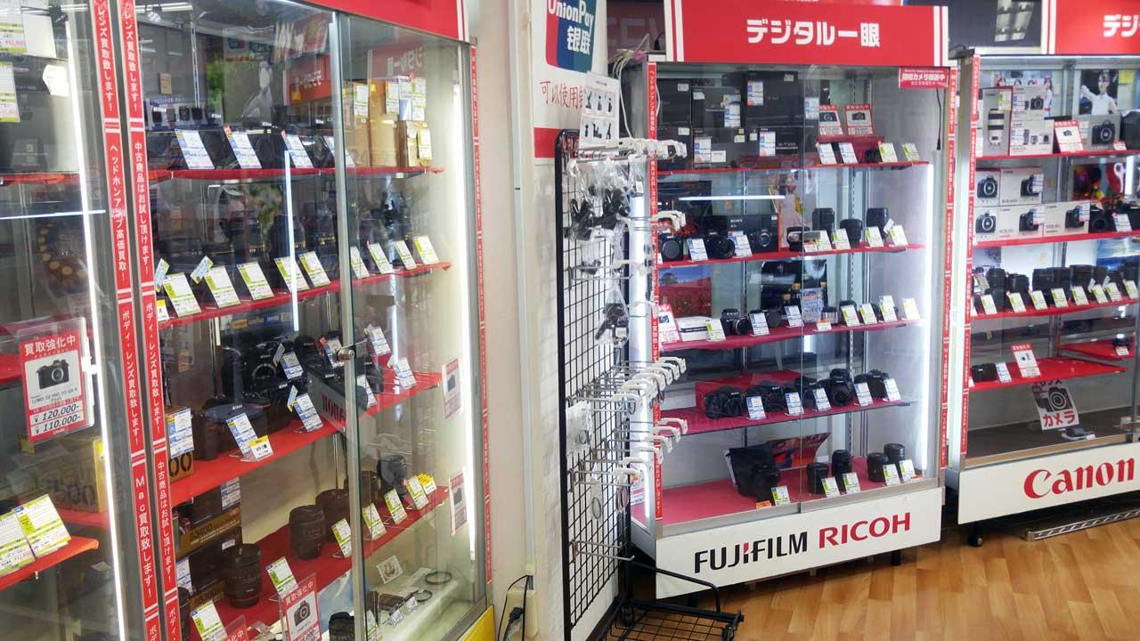 Janpara Shinjuku store interior - Used camera store in Shinjuku, Tokyo - EYExplore