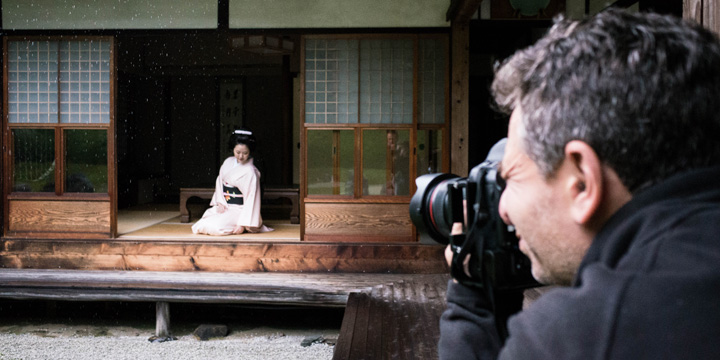 Capturing a candid moment during our geisha photography workshop in Kyoto