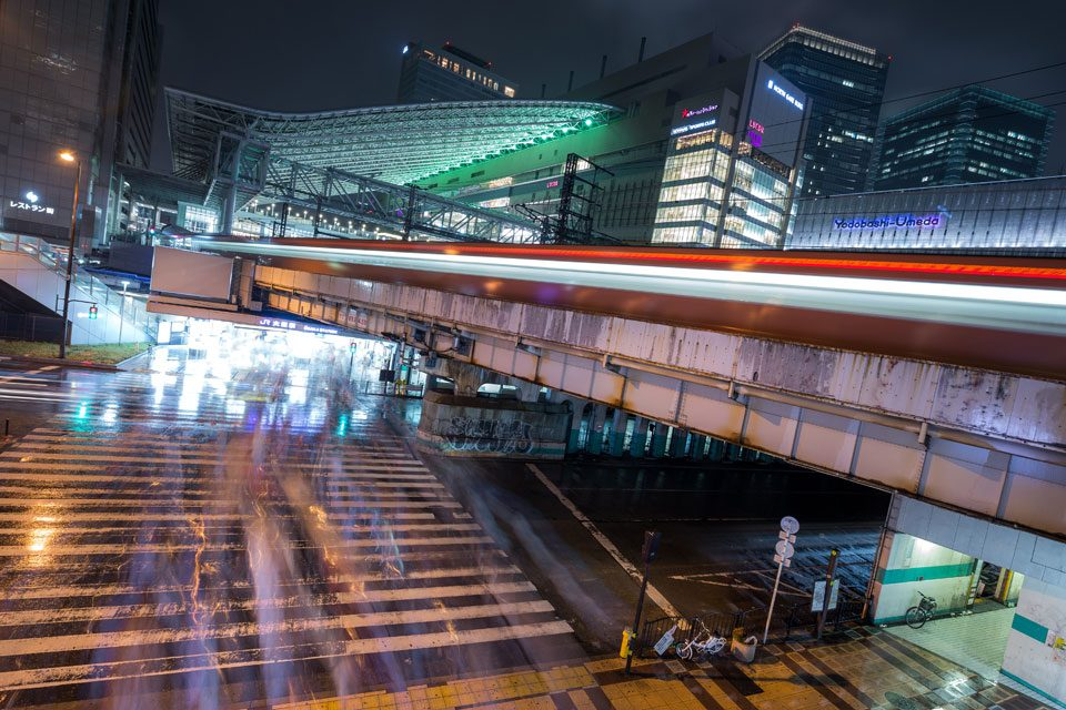 Trains pull into the Umeda station on an rainy evening in Osaka - EYExplore