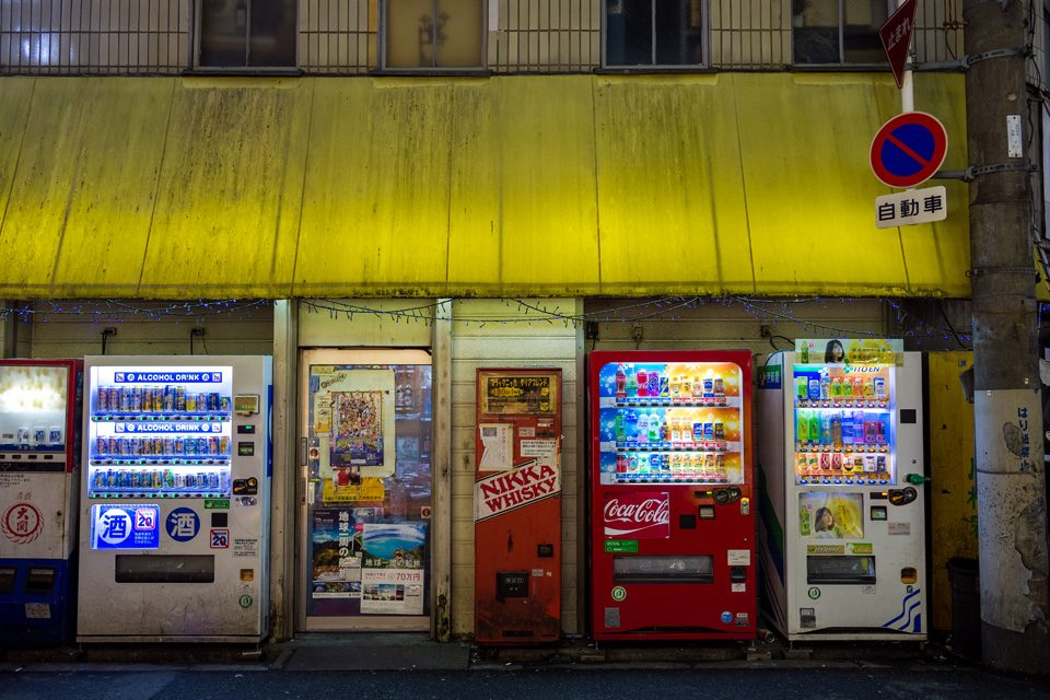 Old and new vending machines in Osaka - EYExplore