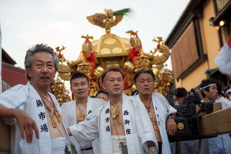 At the Gion festival. Nikon D4 - 55mm, f/2.8, 1/250, ISO-450.