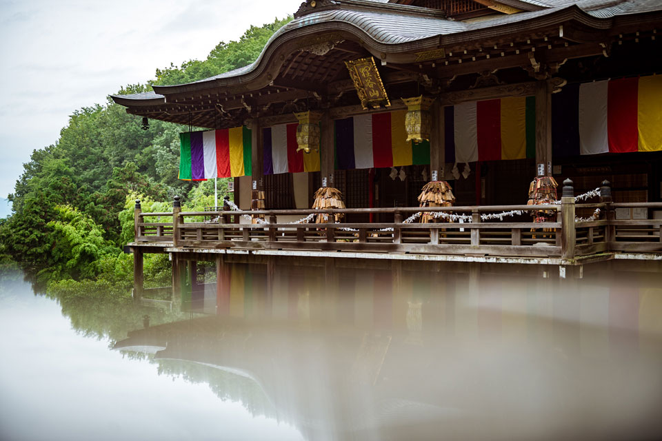 A hidden reflection of the temple terrace at Tanukidani.
