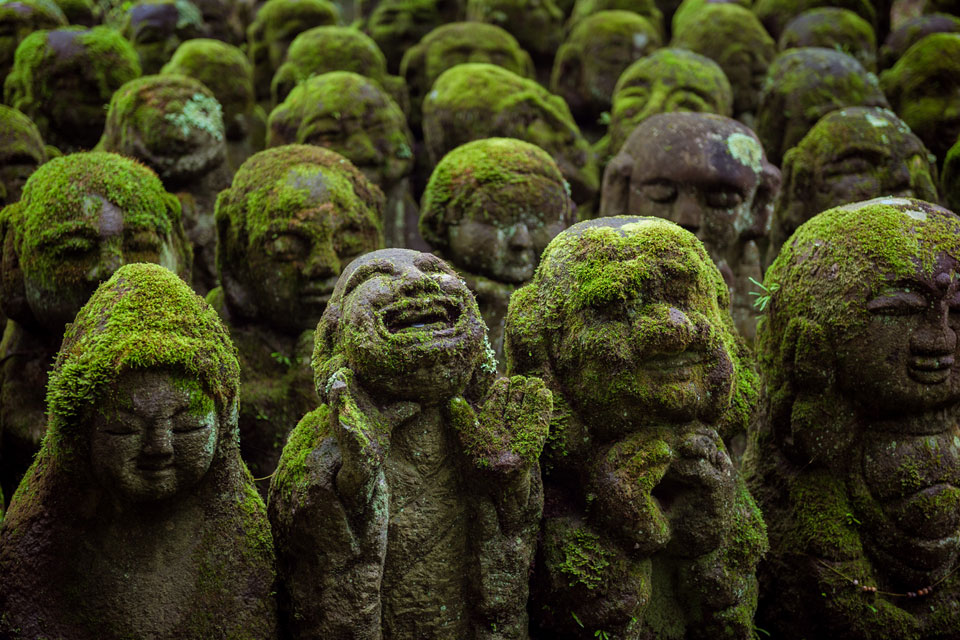 The many moss-covered statues of Otagi-Nenbutsuji.