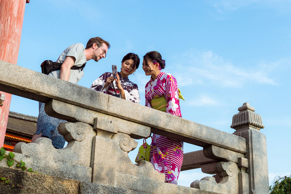 Axel helping the ladies with a selfie.