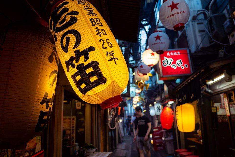 Yellow paper lamp in Shinjuku's Omoideyokocho - EYExplore
